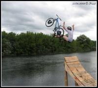 Велоспорт: Строительство трамплина для фанджампинга прыжки в воду