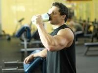 Фитнес и бодибилдинг: Как пиаться после тренировок