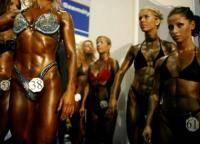 Фитнес и бодибилдинг: Девушка и пауэрлифтинг бодибилдинг совместимы